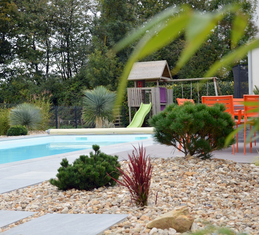 Massifs et plantations proxy vend e paysages for Massif contemporain jardin